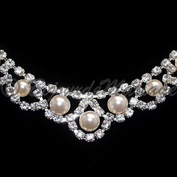 Parure mariage ENLACÉE, cristal et perles, structure ton argent, détail  collier