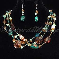 Parure bijoux AGENA, pierres couleur vert et brun, structure ton argent